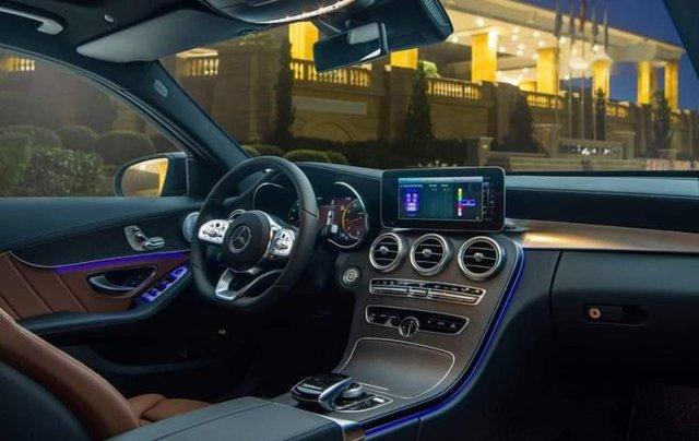 Cần bán Mercedes C300 AMG năm sản xuất 2019, màu trắng4