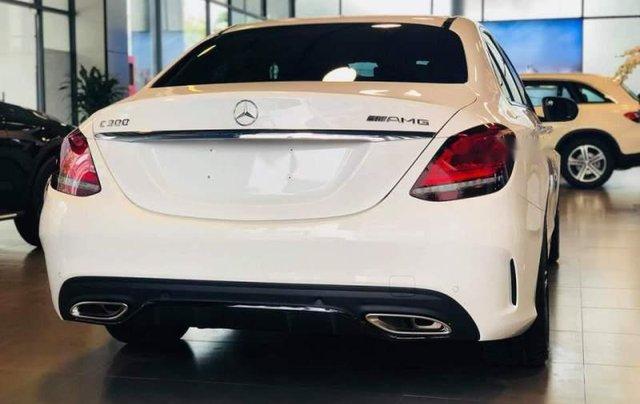 Cần bán Mercedes C300 AMG năm sản xuất 2019, màu trắng2
