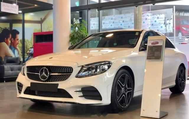 Cần bán Mercedes C300 AMG năm sản xuất 2019, màu trắng0