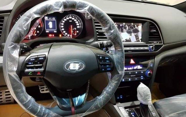 Bán Hyundai Elantra đời 2018, màu trắng, xe nhập2