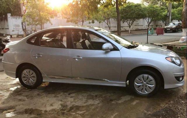 Cần bán lại xe Hyundai Avante 2015, màu bạc còn mới4
