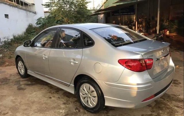 Cần bán lại xe Hyundai Avante 2015, màu bạc còn mới3