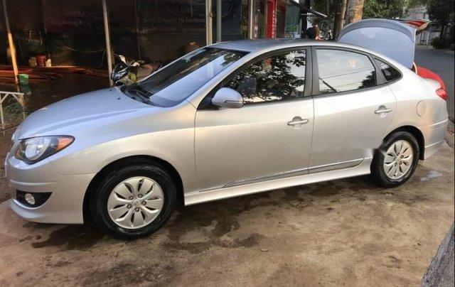 Cần bán lại xe Hyundai Avante 2015, màu bạc còn mới2