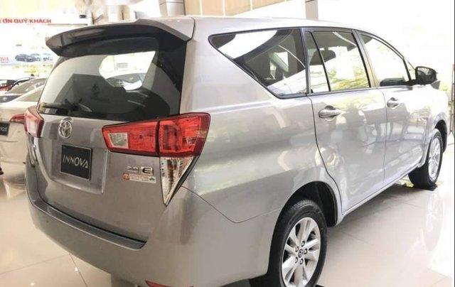 Cần bán xe Toyota Innova E đời 2019, màu bạc, giá 741tr2