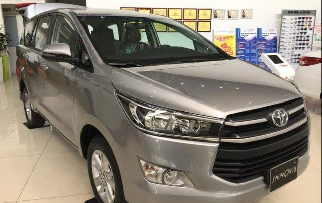 Cần bán xe Toyota Innova E đời 2019, màu bạc, giá 741tr0