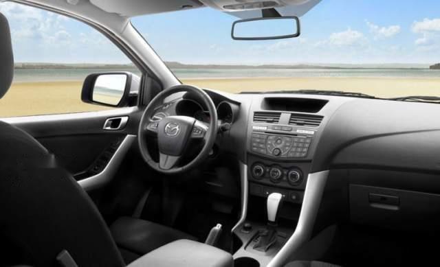Bán ô tô Mazda BT 50 2.2 MT đời 2019, màu trắng, xe nhập1