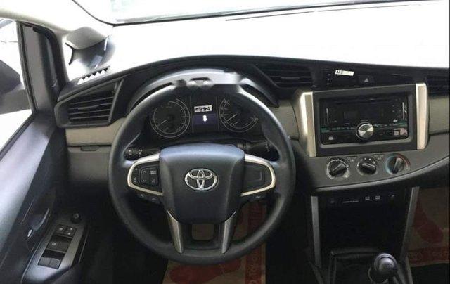 Cần bán xe Toyota Innova E đời 2019, màu bạc, giá 741tr1