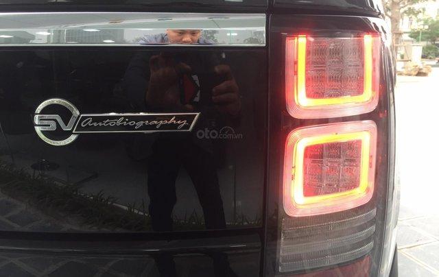Cần bán xe LandRover Range Rover SV Autobiography model 2016, màu đen, xe cực chất, odo zin 10.000km10