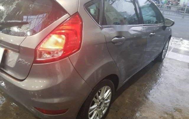Cần bán gấp Ford Fiesta năm 2014, màu xám còn mới, 399tr0