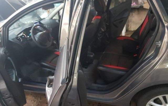Cần bán gấp Ford Fiesta năm 2014, màu xám còn mới, 399tr5