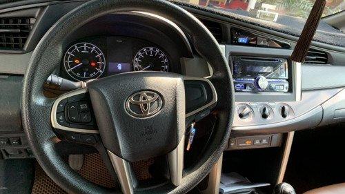 Bán Toyota Innova 2.0 AT năm 2017, màu bạc, xe như mới6