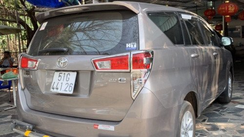 Bán Toyota Innova 2.0 AT năm 2017, màu bạc, xe như mới1