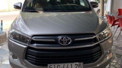 Bán Toyota Innova 2.0 AT năm 2017, màu bạc, xe như mới0