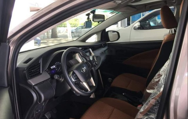 Cần bán Toyota Innova đời 2019, màu xám, giá 741tr2