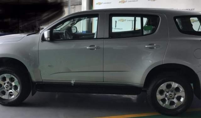 Cần bán xe Chevrolet Trailblazer LT MT 4x2 sản xuất 2019, màu bạc, nhập khẩu1