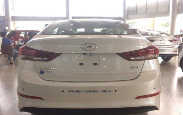 Cần bán Hyundai Elantra sản xuất 2019, màu trắng1