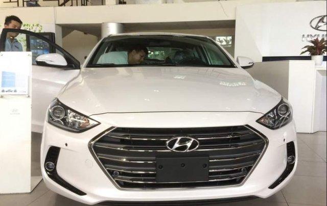 Cần bán Hyundai Elantra sản xuất 2019, màu trắng4
