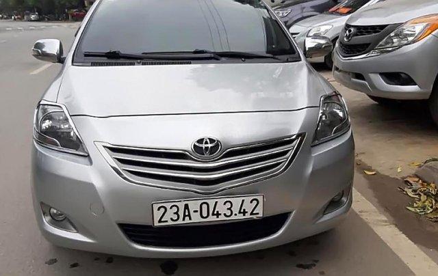Cần bán gấp Toyota Vios E 2013, màu bạc0