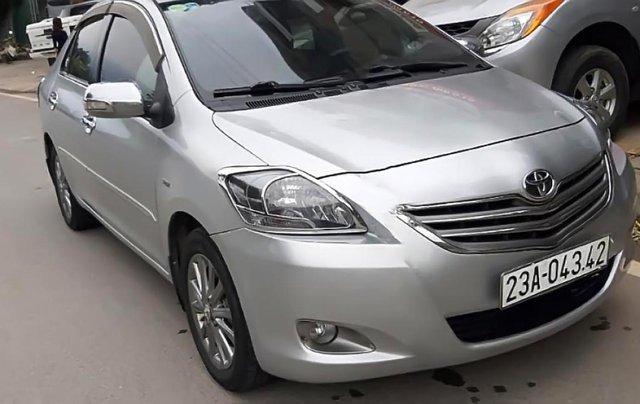 Cần bán gấp Toyota Vios E 2013, màu bạc1