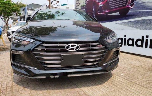 Bán Hyundai Elantra năm sản xuất 2019, màu đen, 720tr0
