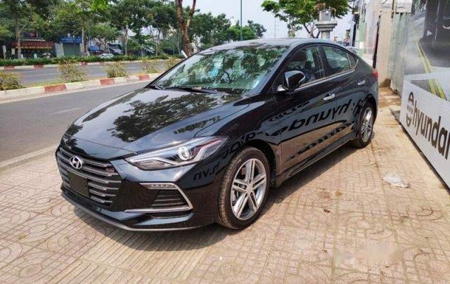 Bán Hyundai Elantra năm sản xuất 2019, màu đen, 720tr3