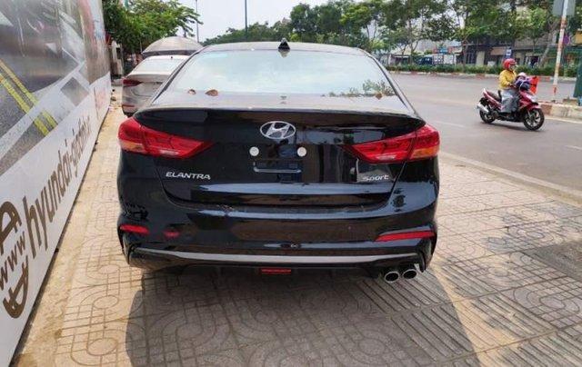 Bán Hyundai Elantra năm sản xuất 2019, màu đen, 720tr2