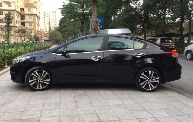 Cần bán Kia Cerato sản xuất năm 2018, màu đen4