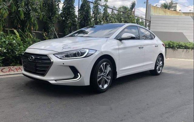 Bán Hyundai Elantra 2.0AT đời 2016, màu trắng còn mới, giá 622tr0