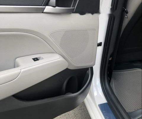 Bán Hyundai Elantra 2.0AT đời 2016, màu trắng còn mới, giá 622tr4