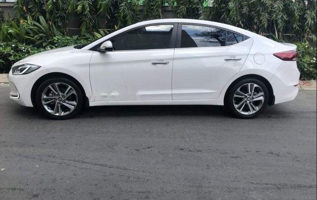 Bán Hyundai Elantra 2.0AT đời 2016, màu trắng còn mới, giá 622tr1