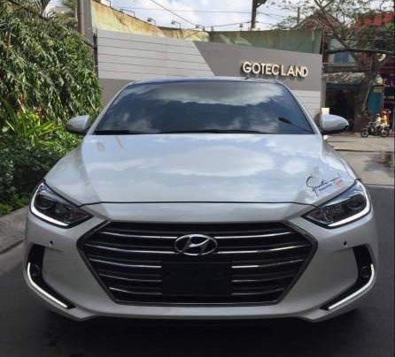 Bán Hyundai Elantra 2.0AT đời 2016, màu trắng còn mới, giá 622tr2