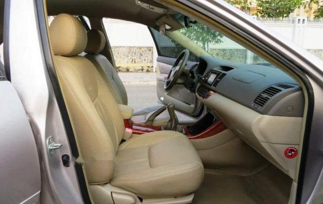 Cần bán xe Toyota Camry năm sản xuất 2004 còn mới4