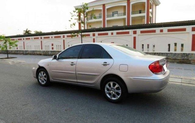 Cần bán xe Toyota Camry năm sản xuất 2004 còn mới3