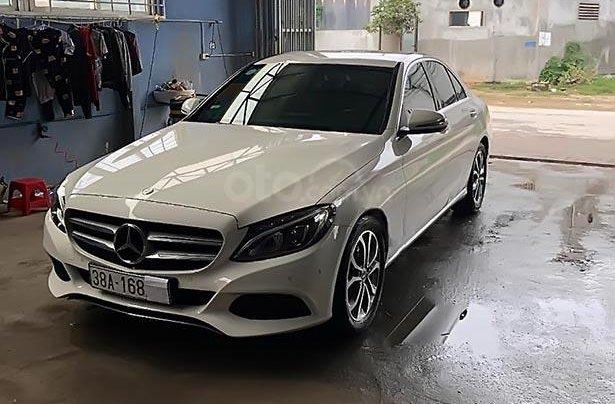 Cần bán Mercedes C200 sản xuất năm 2017, màu trắng0