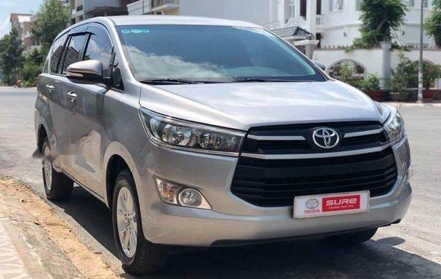 Cần bán Toyota Innova đời 2017, màu bạc số sàn, giá chỉ 675 triệu0