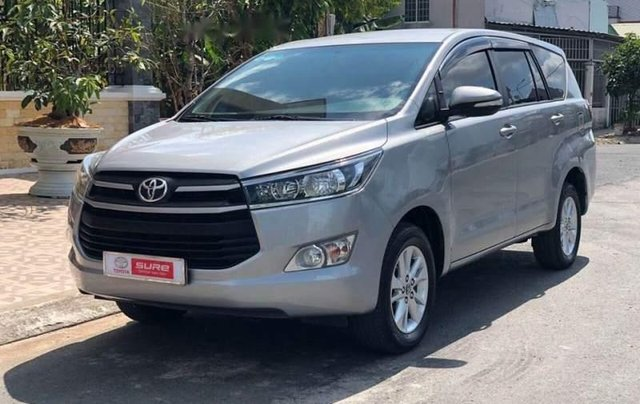 Cần bán Toyota Innova đời 2017, màu bạc số sàn, giá chỉ 675 triệu2