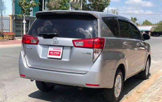 Cần bán Toyota Innova đời 2017, màu bạc số sàn, giá chỉ 675 triệu4
