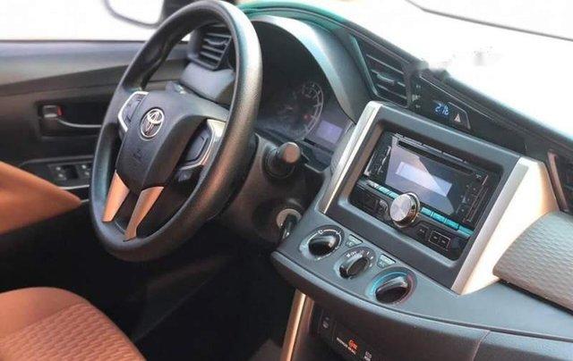 Cần bán Toyota Innova đời 2017, màu bạc số sàn, giá chỉ 675 triệu3