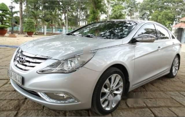Bán ô tô Hyundai Sonata 2.0 AT năm sản xuất 2010, màu bạc, giá 530tr