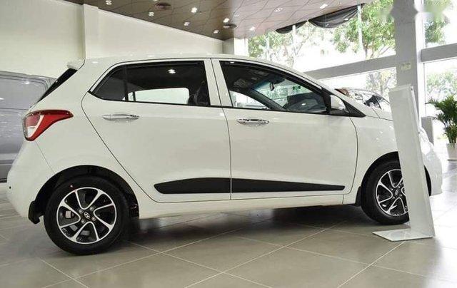Bán Hyundai Grand i10 đời 2019, màu trắng, giá 325tr2