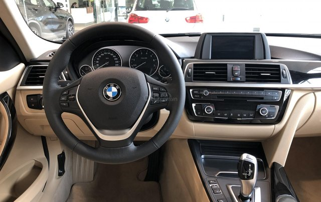 Cần bán BMW 3 Series 320i đời 2019, màu cam, nhập khẩu3