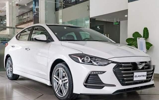 Cần bán Hyundai Elantra đời 2019, màu trắng, giá chỉ 540 triệu0