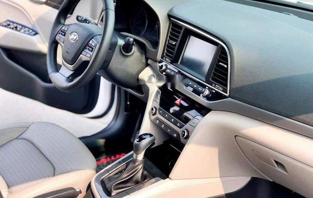 Cần bán Hyundai Elantra đời 2019, màu trắng, giá chỉ 540 triệu1
