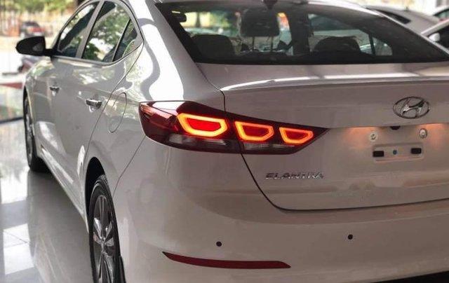 Cần bán Hyundai Elantra đời 2019, màu trắng, giá chỉ 540 triệu3