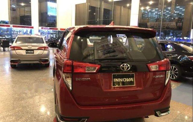 Bán xe Toyota Innova đời 2019, màu đỏ, 848 triệu4