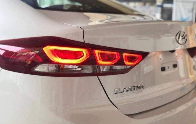 Bán xe Hyundai Elantra năm sản xuất 2019, nhập khẩu nguyên chiếc5