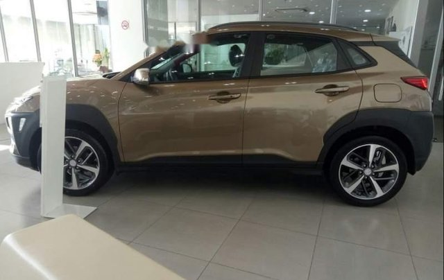 Bán xe Hyundai Kona 2.0AT sản xuất năm 2019, màu nâu0