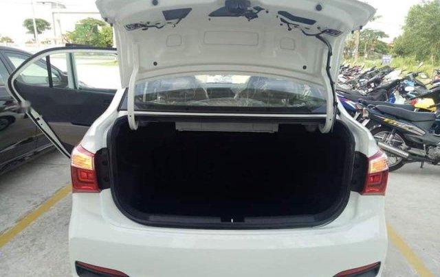 Bán xe Hyundai Grand i10 sản xuất năm 2019, màu trắng3