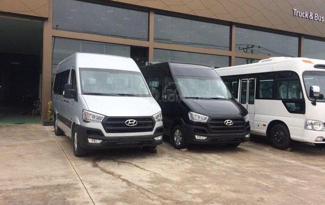 Xe khách Hyundai Solati 16 chỗ, đời 2019, khuyến mãi 30tr, hộp đen, hỗ trợ vay cao - Lh: 09327787940