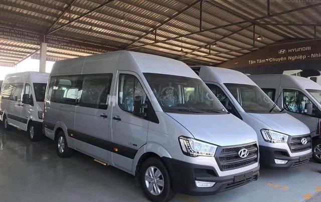 Xe khách Hyundai Solati 16 chỗ, đời 2019, khuyến mãi 30tr, hộp đen, hỗ trợ vay cao - Lh: 09327787944